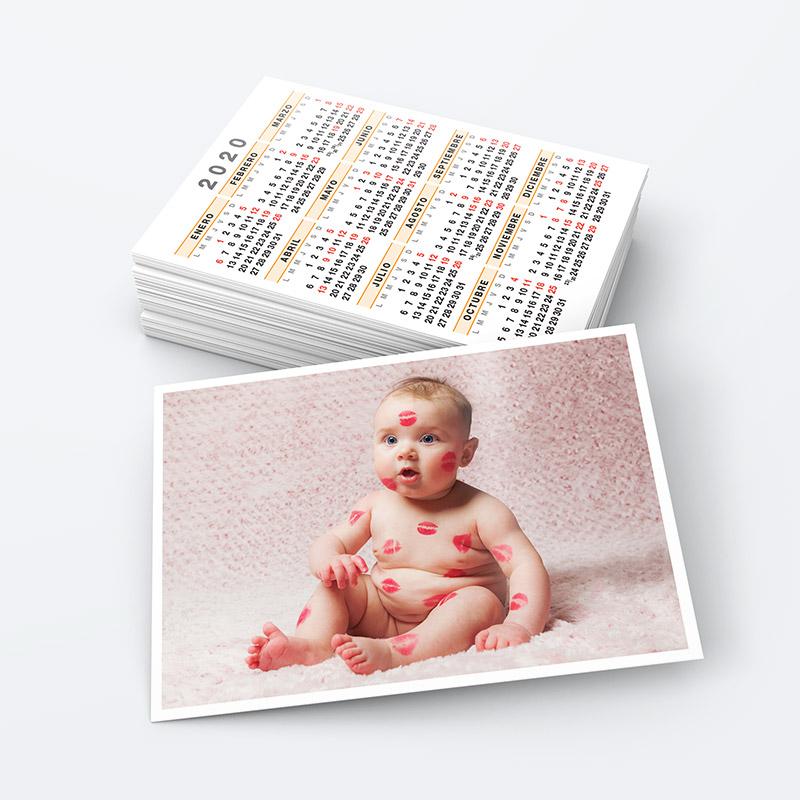 Foto de un calendario de bolsillo con imagen de un bebe