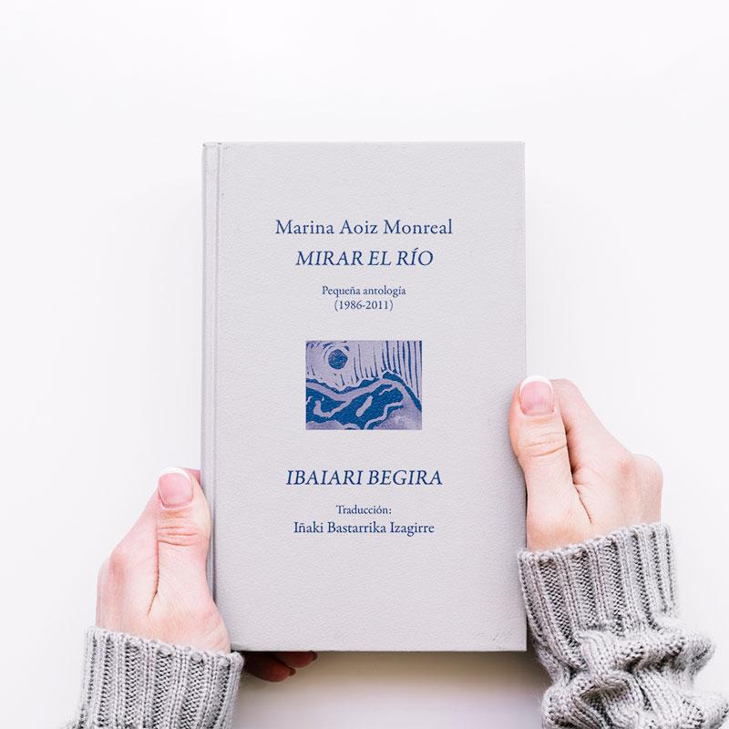 Foto de un libro con tapa dura