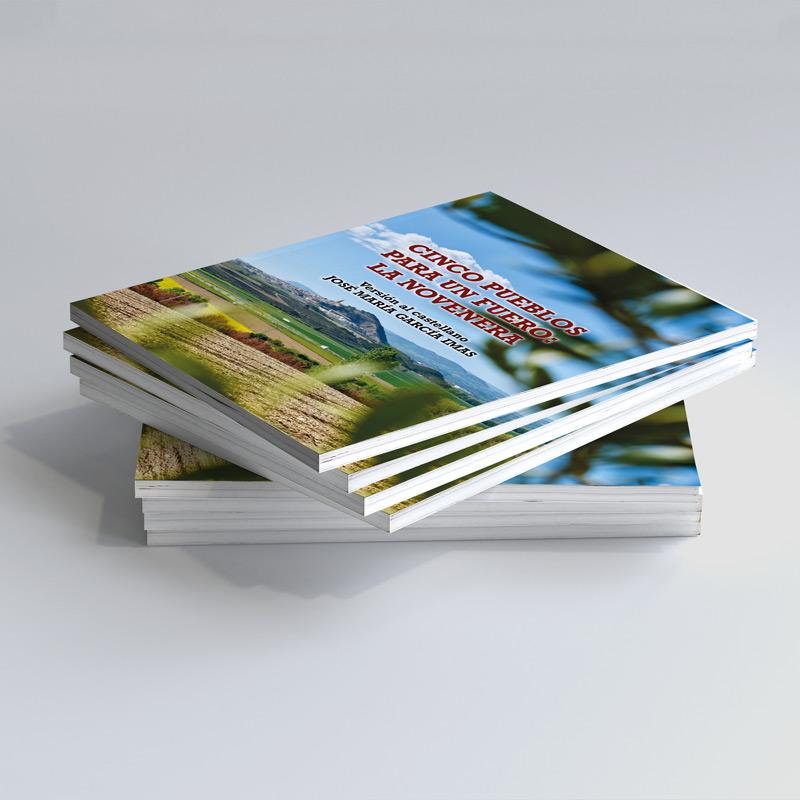Foto de pila de libros
