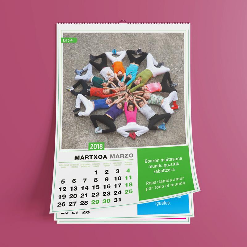 Foto de un calendario espiral con niños